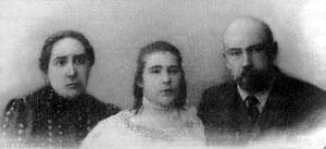 Старшая дочь прот.Валентина Александра с супругом и дочерью